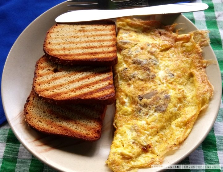 Mushroom & Cheese Omelette with Toasted Bread