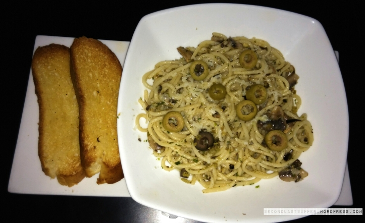 Spaghetti with Aglio-Olio, Cheese & Mushroom