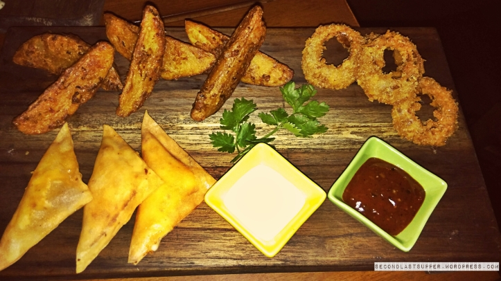 potato wedges, mozzarella triangles & onion rings