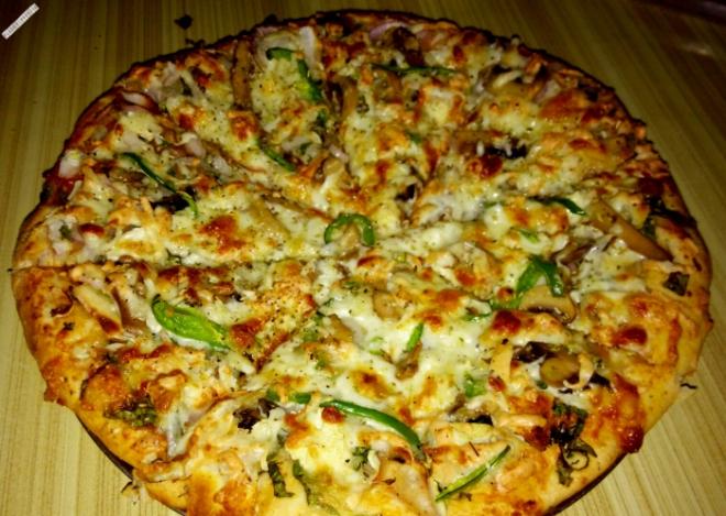 Bobo pizza (3 cheese, mushrooms, garlic, capsicum, veg and onion)