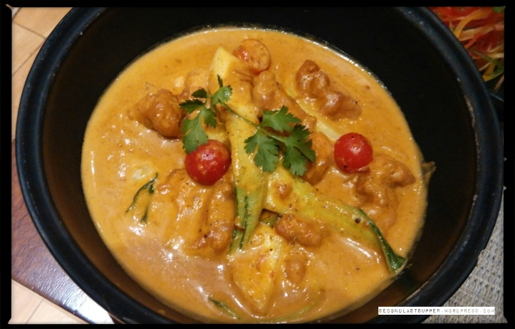 Chicken Rendang_Indonesia (coconut flavoured spicy chicken curry)