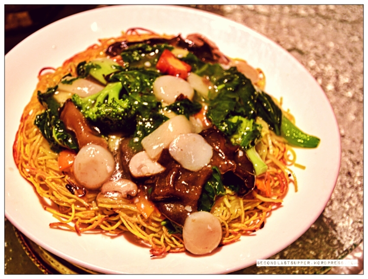 Pan-fried noodles with mixed vegetables
