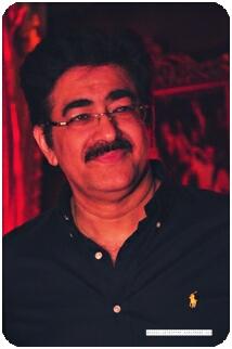 Sandeep Marwah enjoying the party
