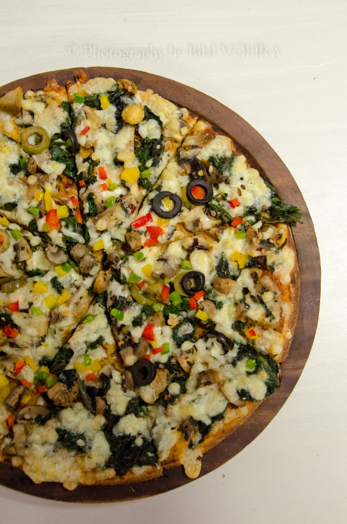 Wild mushroom and spinach pizza
