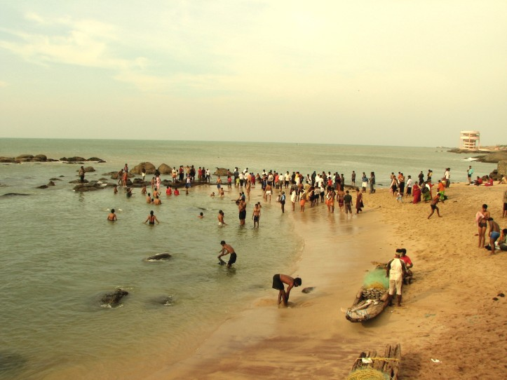 Pilgrims_Taking_Holy_Dip_at_Kanyakumari