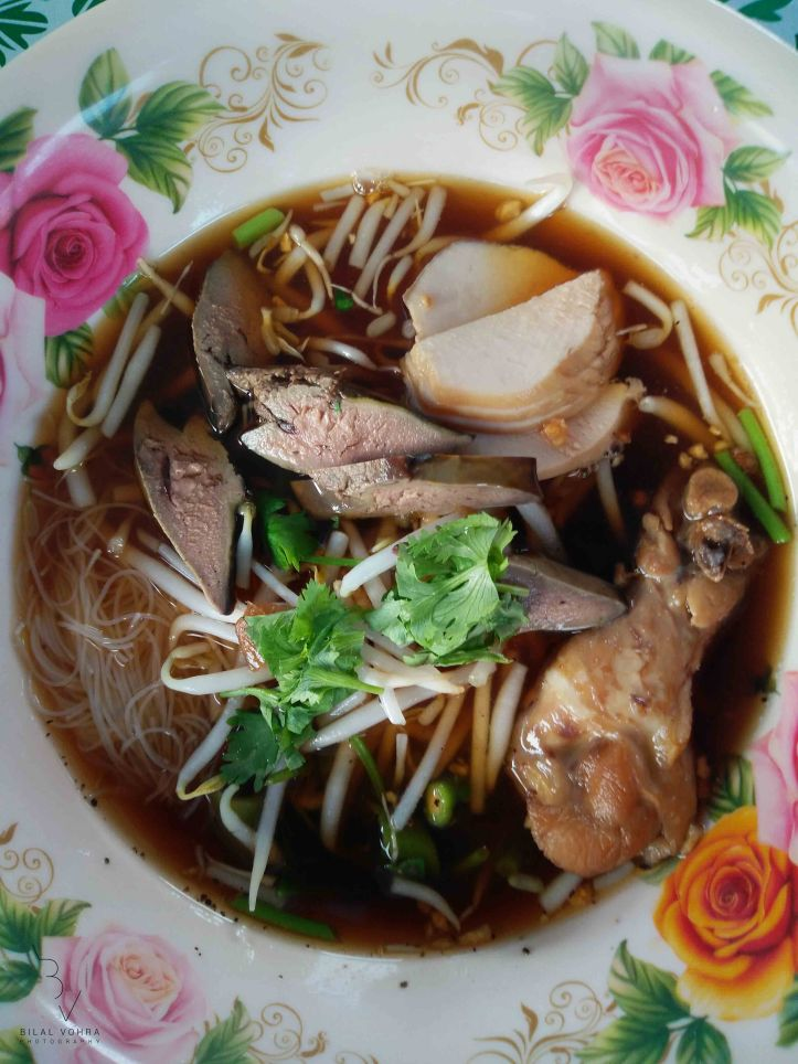 thin-noodles-with-chicken-leg-liver-and-stock