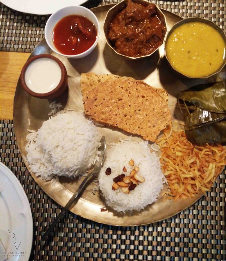 special-bengali-thali-plain-rice-ghee-bhaat-moond-dal-bhaji-mutton-kasha-bhetki-paturi-papad-chutney-misti-doi